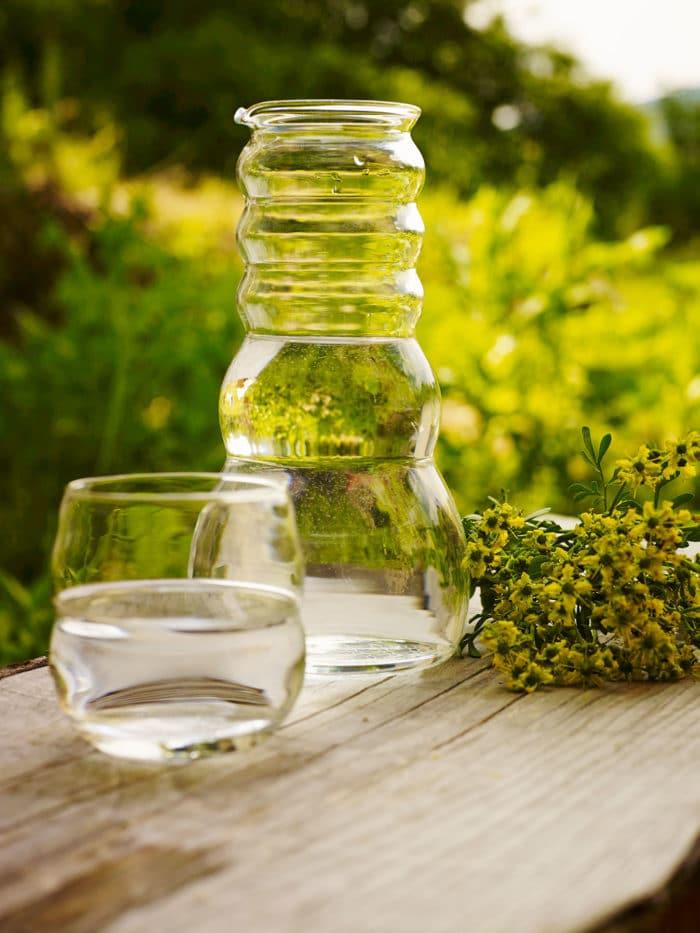 Wasserkrug Cadus mit Edelsteinen und Glasdeckel 1