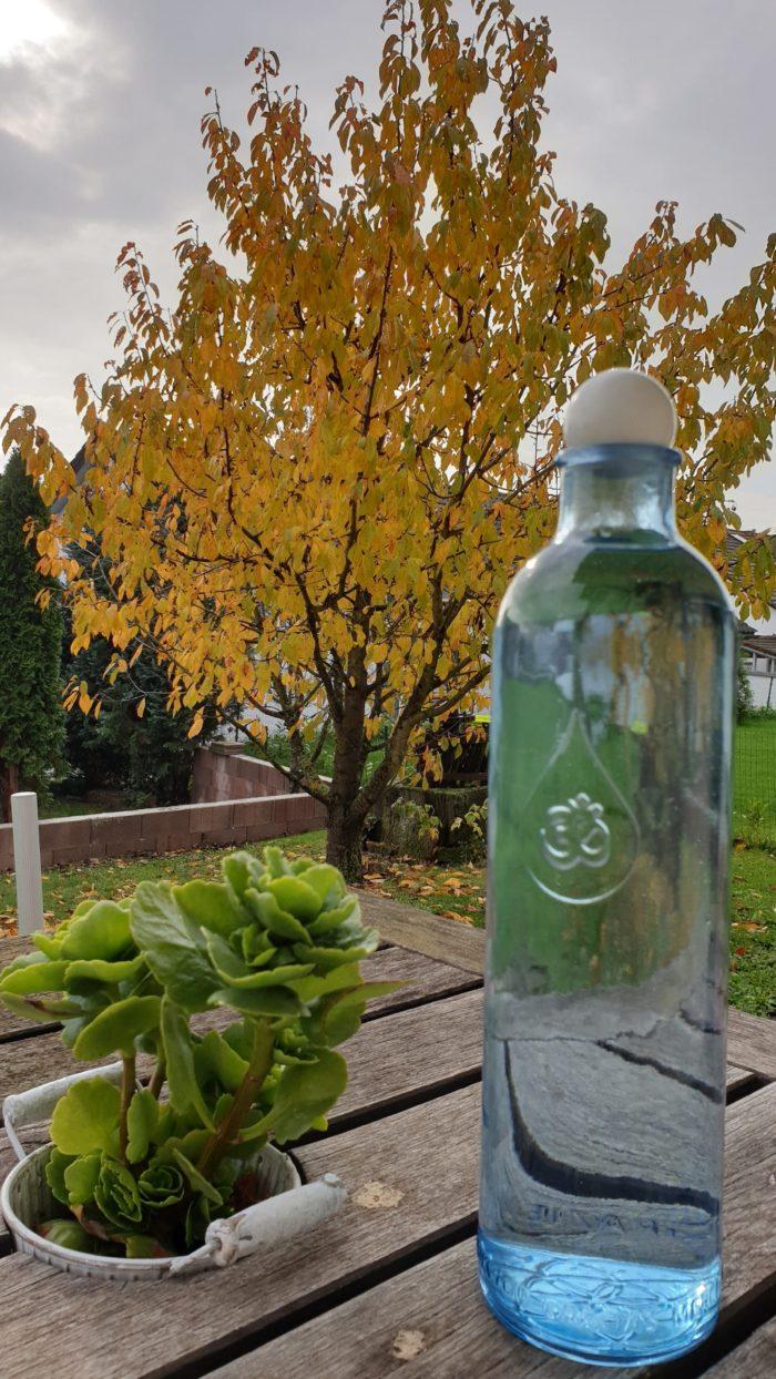 OmWater Wasserflasche 1,2 Liter mit Rosenquarz-Kugel 1