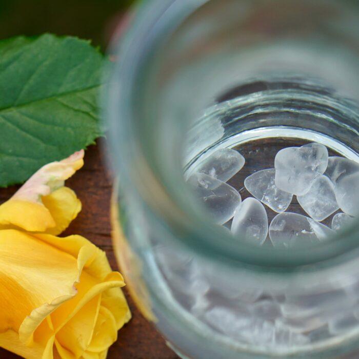 Bergkristall Edelsteine in Wasserflasche Weck von HeimQuell