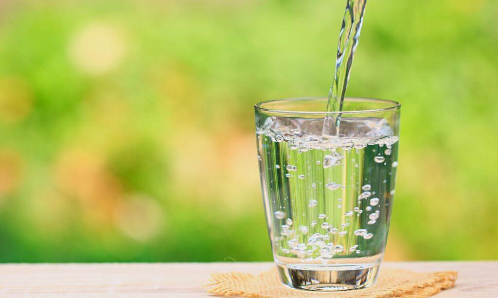 Heimquell Trinkwasser in Glas